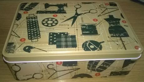 Siuvimo priedų rinkinys metalinėje dėžutėje, art. 13620/4