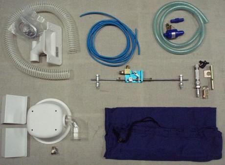 Siūlų ir audinio nusiurbimo komplektas, su pniaumatiniu pėdelės pakėlimu