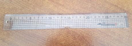 Skiautiniavimo liniuotė su metaline briauna, 30 cm