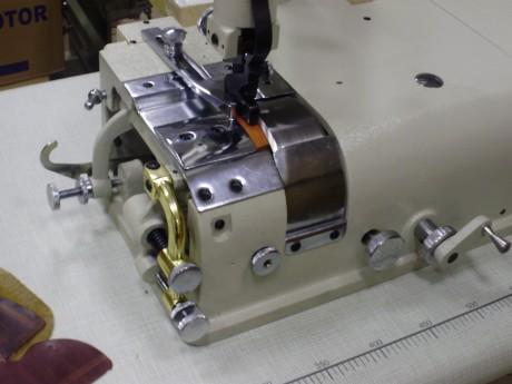 Odos krašto ploninimo mašina su atskirai valdomu padavimu ir peiliu NOVATEX NS801